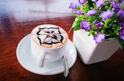 在桌的咖啡 库存图片