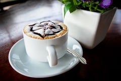 在桌的咖啡 免版税库存照片