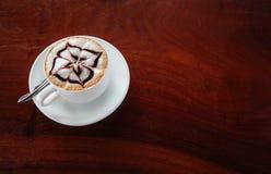 在桌的咖啡 免版税库存图片