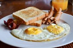 在桌的美国早餐 库存照片