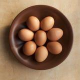在桌的鸡蛋 免版税库存照片