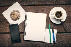 在桌面上的笔记薄 免版税库存照片