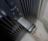 在桌面USB端口的拇指驱动 免版税库存照片