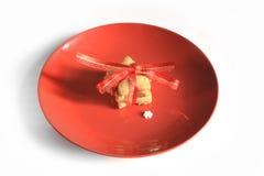 在桌2014年11月17日上的圣诞节自创姜饼曲奇饼 免版税库存照片
