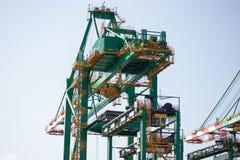 在桑托斯海口的起重机 库存照片