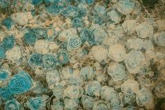 在桑树纹理纸的抽象罗斯花 免版税库存照片