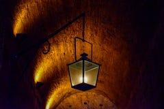 在桑特'安吉洛城堡意大利的古色古香的罗马灯 免版税库存图片