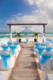 在桑迪热带加勒比海滩的浪漫婚礼 免版税图库摄影