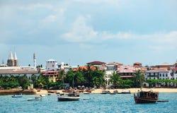 在桑给巴尔海岛上的石镇靠岸  库存照片
