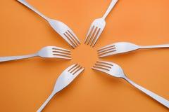 在桔子的六把叉子 免版税库存照片