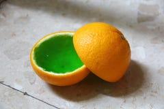 在桔子的绿色果冻 免版税库存图片