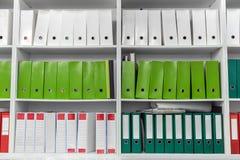 在档案里堆积的纸张文件 库存图片