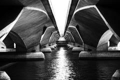 在桥梁下 免版税库存照片