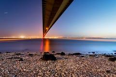 在桥梁之下 库存照片