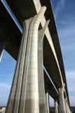 在桥梁具体高长的谷间 库存图片