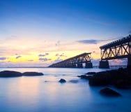 在桥梁在佛罗里达钥匙,巴伊亚本田st的日落 免版税库存图片