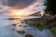 在桥梁在佛罗里达钥匙,巴伊亚本田st的日落 免版税图库摄影