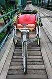 在桥梁的三轮车泰国样式在Pai的Pai河夜丰颂的泰国 库存图片
