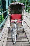 在桥梁的三轮车泰国样式在Pai的Pai河夜丰颂的泰国 库存照片