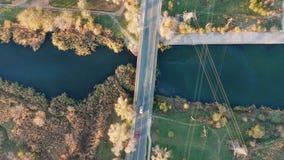 在桥梁的交通在一条小河 录影射击了有概略的看法 影视素材