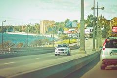 在桥梁的交通,圣彼德堡 免版税库存图片
