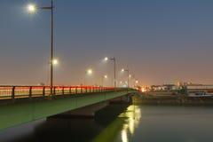 在桥梁的光足迹 免版税库存图片