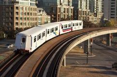 在桥梁的地铁 免版税图库摄影