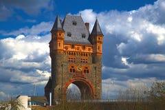 在桥梁的塔 免版税图库摄影