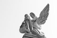 在桥梁的天使在柏林 免版税库存照片