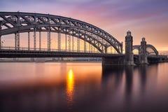 在桥梁的日出 免版税图库摄影