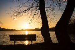 在桥梁的日落 免版税图库摄影
