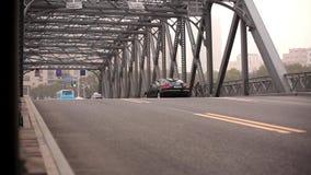在桥梁的汽车 影视素材