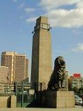 在桥梁的狮子雕象,开罗 图库摄影