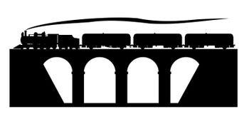 在桥梁的老火车 免版税库存照片