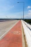 在桥梁的自行车车道 库存照片