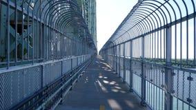在桥梁的自行车道路 免版税库存照片