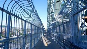 在桥梁的自行车道路 免版税图库摄影
