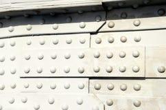 在桥梁的被铆牢的零件的特写镜头 免版税库存照片