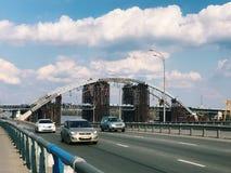 在桥梁都市风景的一个大城市交易 库存图片