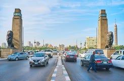 在桥梁,开罗,埃及的狮子 免版税库存图片