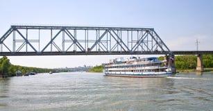 在桥梁间顿河 免版税图库摄影