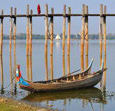 在桥梁Bu修士缅甸ubain走间 库存图片