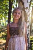 在桦树附近的照片青少年的女孩 库存照片