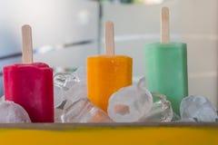 在桶的冰淇凌 免版税图库摄影