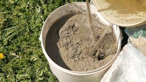 在桶的混合的水泥 股票录像