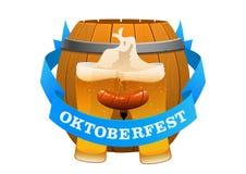 在桶背景的慕尼黑啤酒节节日冰镇啤酒  免版税库存照片