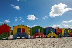 在梅曾贝赫海滩的Beachhouses,开普敦,南非 免版税库存图片