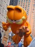在梅西百货公司感恩天游行的加菲尔德气球 免版税库存照片