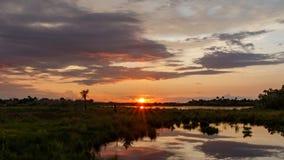 在梅里特岛全国野生生物保护区,佛罗里达的日落 免版税库存照片