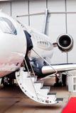 在梯子的商人企业喷气机(飞机) 库存图片